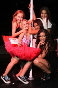 noah-cyrus-miley-cyrus-little-sister-and-a-stripper-pole-1.0.0.0x0.400x601